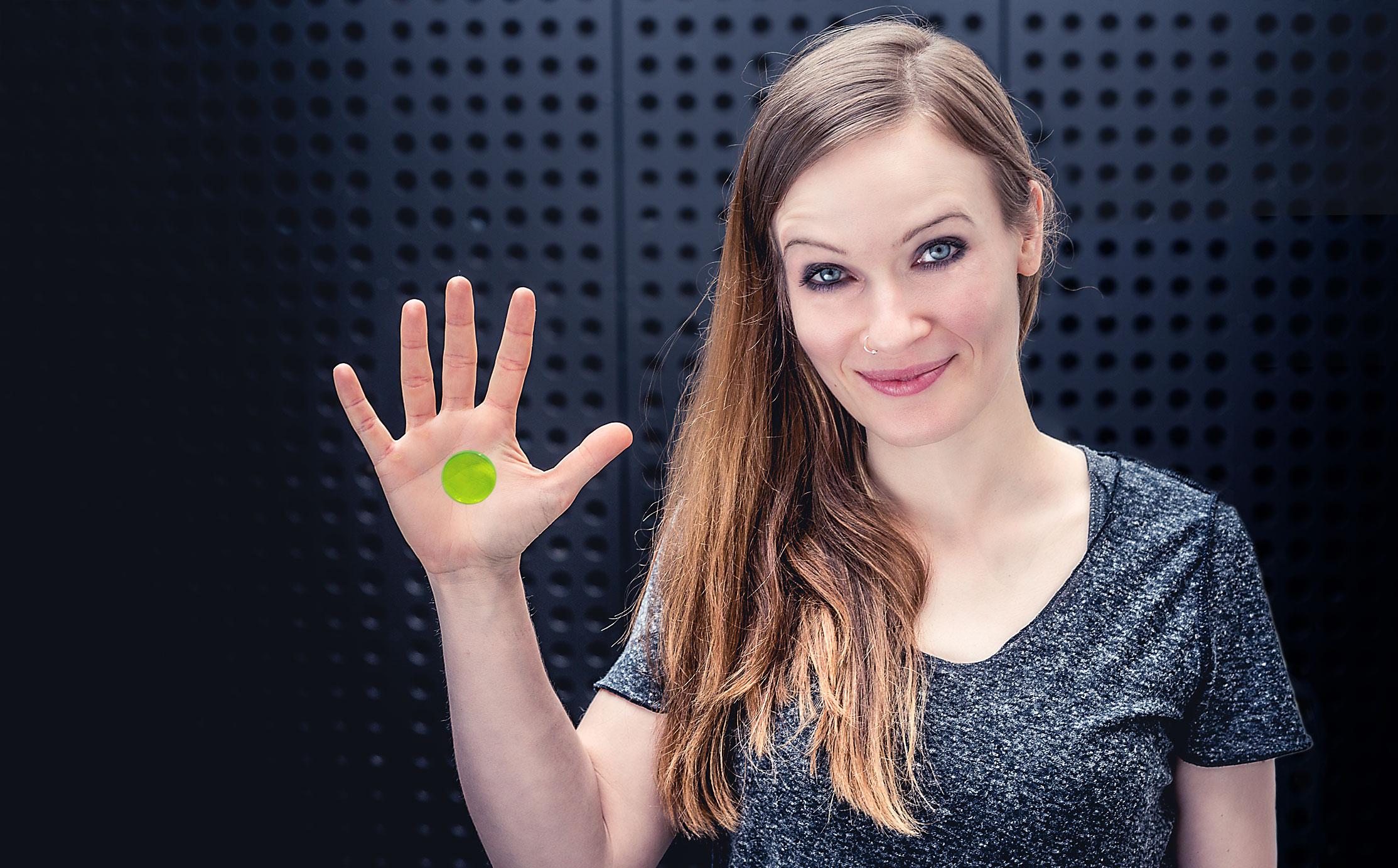 Anika Nilles plays SlapKlatz