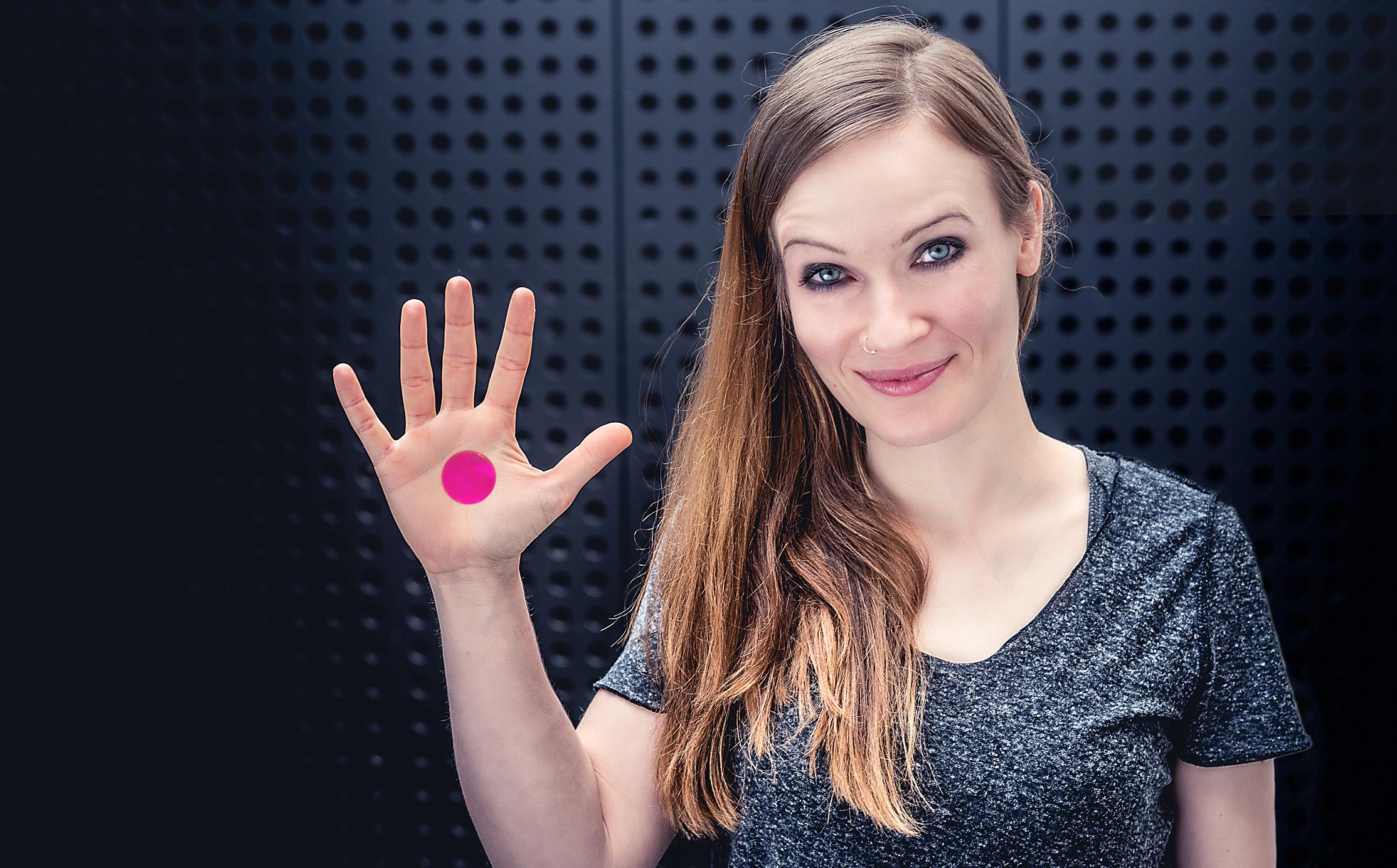 Anika Nilles SlapKlatz Pink hand shot